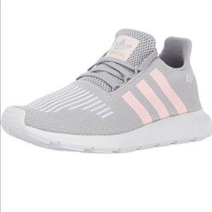 Adidas Swift Run running shoe gray and pink size 9